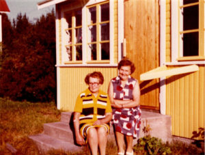Martta ja Annikki Jussilan portailla