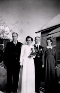Robert Saalasti, Martta ja Ahti Mustonen, Ahdin äiti